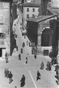 Urbino, il centro storico in una foto d'epoca