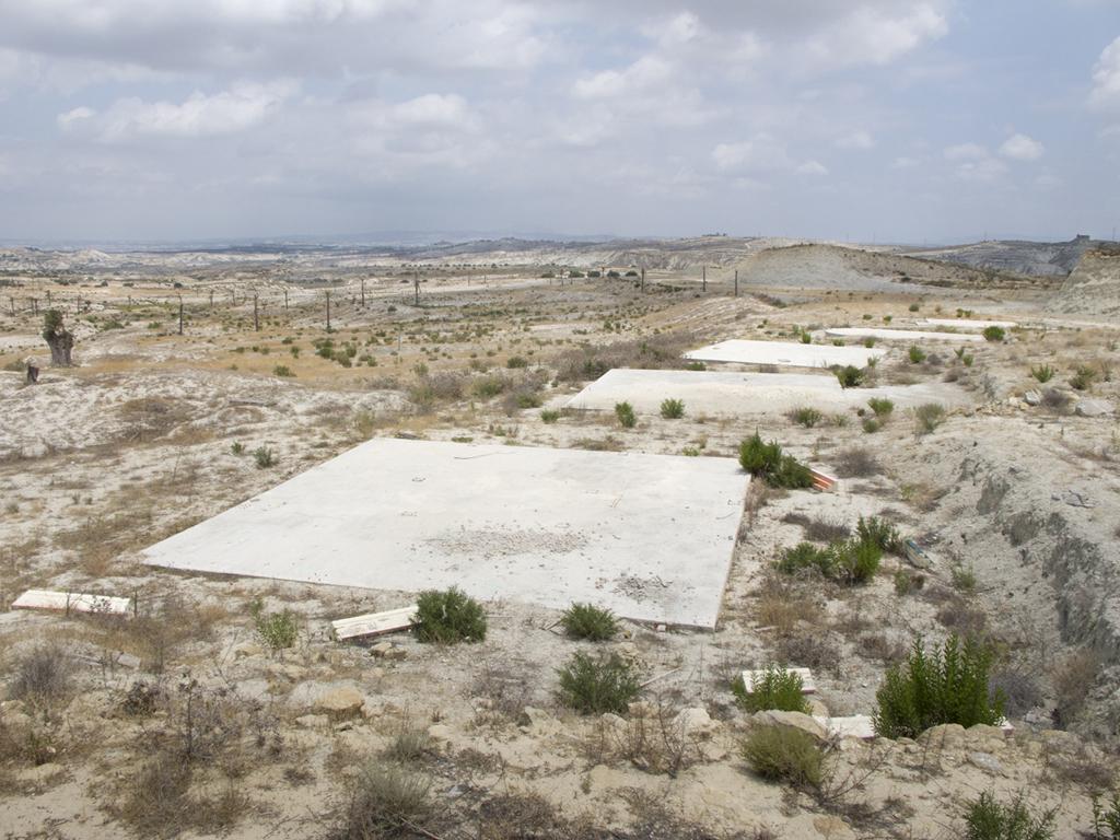"""Paesaggio spagnolo con rovina, Julia Schulz-Dornburg, """"Moderne Ruinen, eine Topografie der Bereicherung"""", mostra, ottobre 2013"""