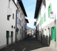 Gemona, centro storico strada ricostruita
