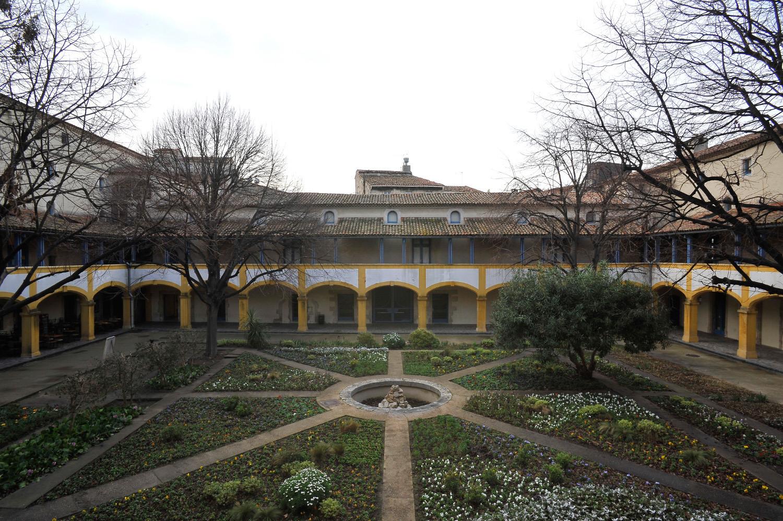 Ex Hotel Dieu a Arles- Francia
