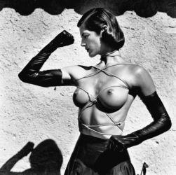 8_Helmut_Newton_Tied_Up_Torso_Ramatuelle_1980 © Helmut Newton Estate