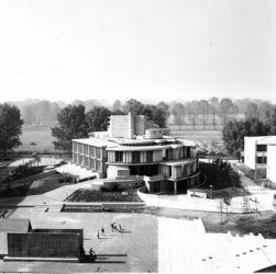 Il Centro civico di Segrate in una foto d'epoca