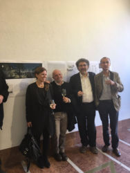 Da sinistra, Susanna Mirza e Paolo Pannocchi (Studio MdAA, vincitore del concorso), Michele Stramandinoli (coordinatore del concorso), Luca Gibello (direttore del Giornale dell'Architettura e membro della giuria) durante l'inaugurazione