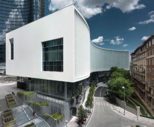 """Piuarch, edificio """"Onda bianca"""" nell'area di Porta nuova a Milano (foto di Andrea Martiradonna)"""