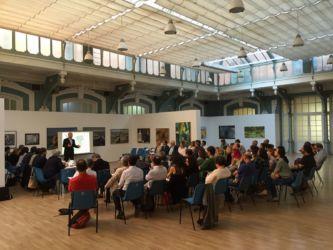 Un'assemblea promossa dalle associazioni all'interno del Matadero