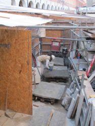 Cantiere allestito a piè d'opera per la pulitura dei masegni