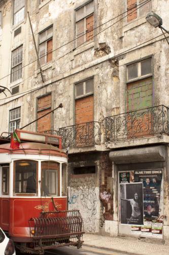 Una delle vie secondarie del centro di Lisbona © Michele Francesco Barale
