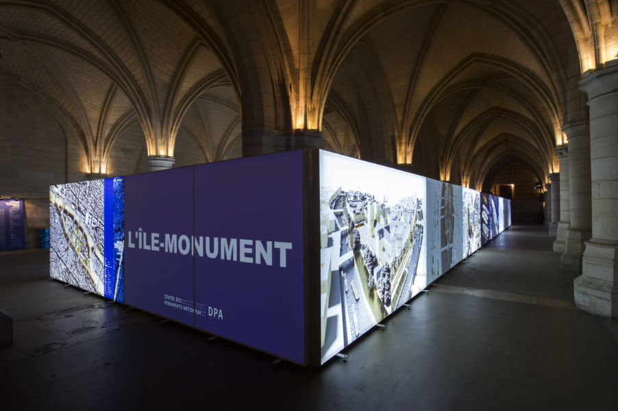 L'allestimento della mostra (© Didier Plowy - CMN,  Dominique Perrault Architecture DPA-ADAGP)