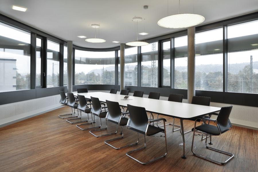 Anche le sale riunioni sono illuminate grazie alle soluzioni Modul R Project (©Martin Duckek)