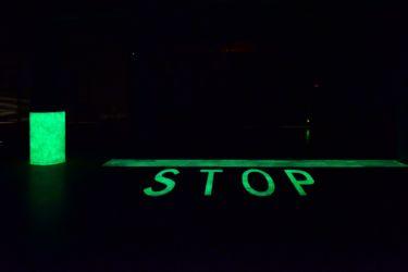 Rivestimenti cementizi fotoluminescenti e retro-riflettenti, adatti anche per applicazioni di sicurezza, come segnaletica stradale