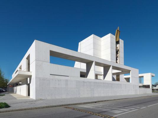 Vista complessiva della chiesa (©Andrea Martiradonna, AAAA quattroassociati)