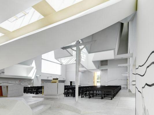 L'area presbiteriale (©Andrea Martiradonna, AAAA quattroassociati)