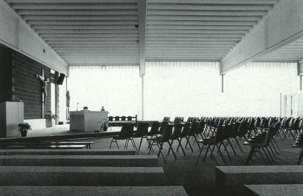 Chiesa parrocchiale Santi Apostoli (Piossaco, Torino, 1969-1973) Immagine da: S. Pace, L. Reinerio, Architetture per la liturgia. Opere di Gabetti e Isola, Milano, Skira, 2005