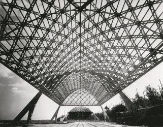 """Pier Luigi Nervi, hangar dell'aeroporto militare di Orbetello, 1942 (dal testo """"The Rethoric of Pier Luigi Nervi""""; concessione editore)"""