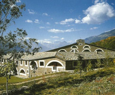 Monastero delle carmelitane (Quart, Aosta, 1984-1989) Immagine da: S. Pace, L. Reinerio, Architetture per la liturgia. Opere di Gabetti e Isola, Milano, Skira, 2005