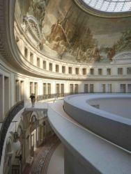 Il percorso e l'ovulo, alla sommità del cilindro (© Artefactory Lab ; Tadao Ando Architect & Associates; NeM / Niney & Marca Architectes; Agence Pierre-Antoine Gatier. Courtesy Collection Pinault - Parigi)