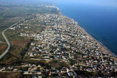 Il lungomare di Triscina con le 5.000 case fuorilegge vicine al Parco Archeologico di Selinunte (Trapani)