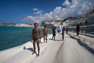 Manifestazione di Greenpeace a Scala dei Turchi (Agrigento) contro la trivellazione dei mari siciliani