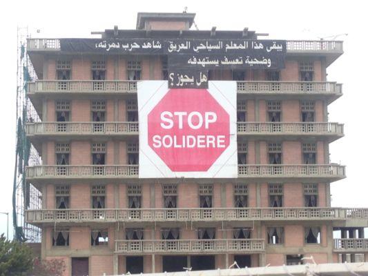Striscioni di protesta contro l'azione di Solidere