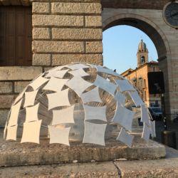Marmomac & the City 2016, Piazza Bra, Sospensione 2.0 di T.Gozzani con Donne del Marmo