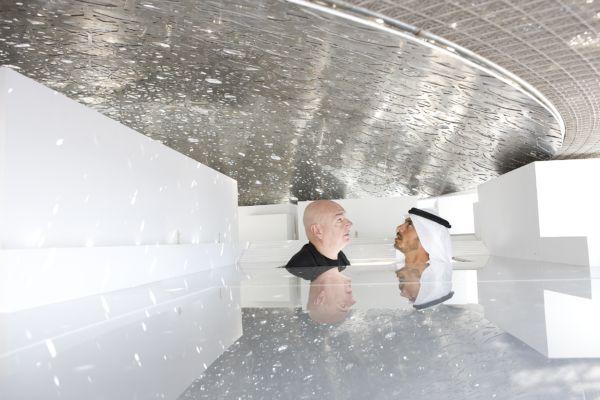 Jean Nouvel e lo sceicco Sultan sotto il modello della cupola