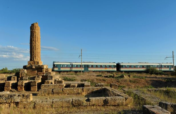 Linea ferroviaria a ridosso di resti archeologici
